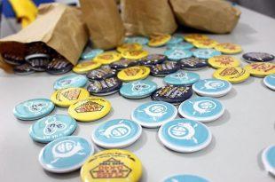 Nguồn hàng huy hiệu và sticker